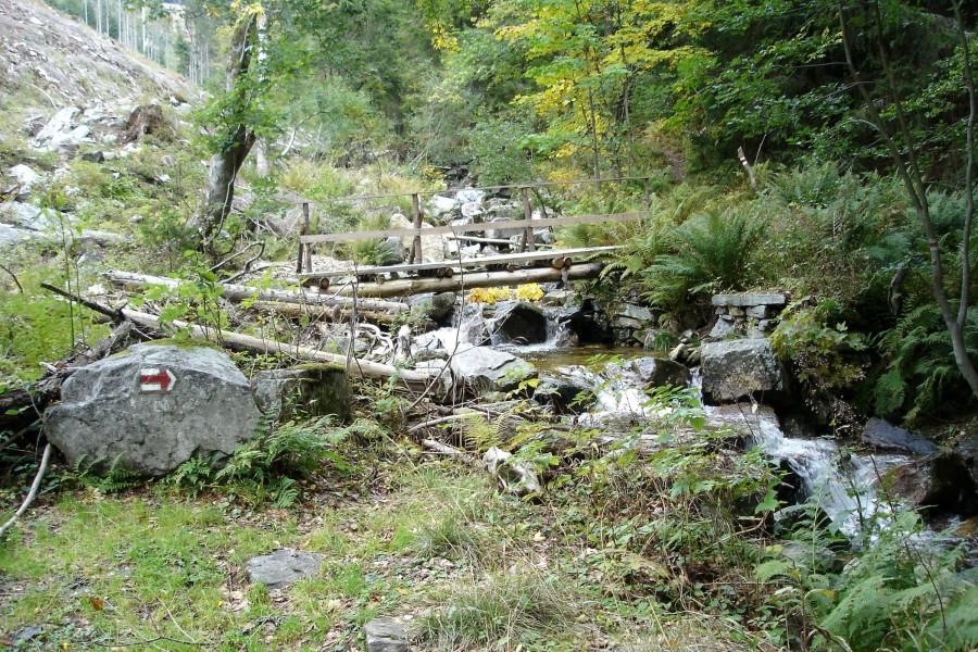 Kaskády prudkého potoka